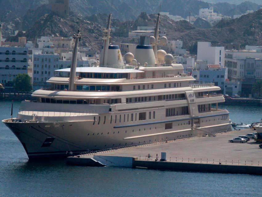 Самая дорогая яхта в мире. У кого длиннее?