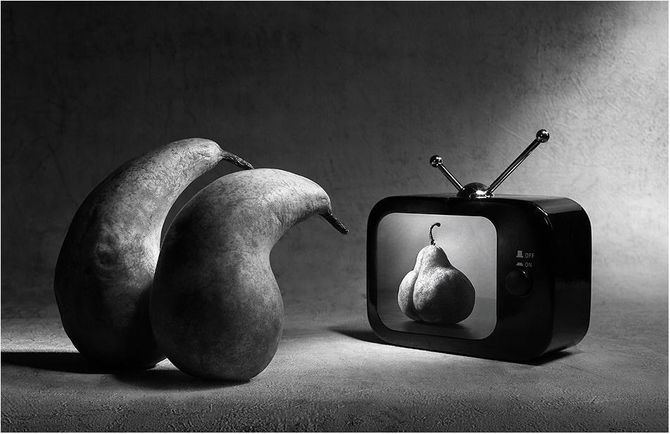 Грустные и депрессивные черно-белые концептуальные работы Виктории Ивановой