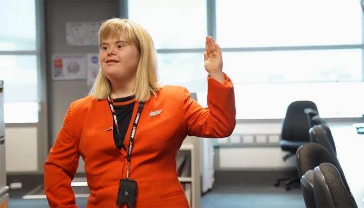 Jetstar исполнили мечту девушки с синдромом Дауна стать стюардессой