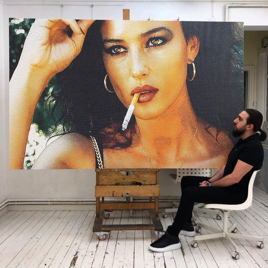 Турецкий художник-пуантилист воссоздает культовые сцены фильма, используя сотни тысяч маленьких цветных точек