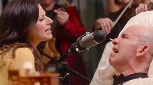 Essence спела песню своему «ученику», который умирал от БАС.