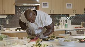 Почему шеф-повар Белого Дома Андре Раш ежедневно делает по 2 222 отжимания