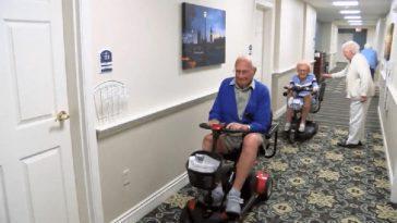 Столетние молодожёны влюбились друг в друга в доме престарелых