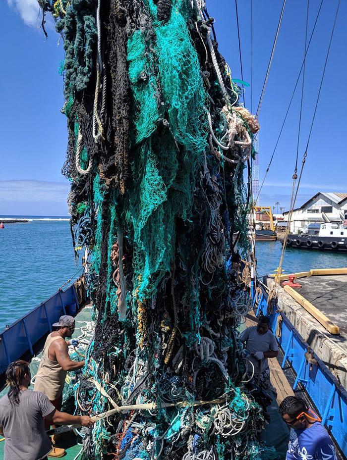Экологи собрали 40 тонн мусора из небольшого участка Тихого океана