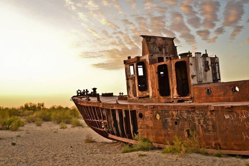 Кладбище кораблей в Муйнаке на Аральском море
