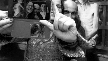 Yolocaust: проект художника против «селфи» у мемориала жертвам холокоста в Берлине