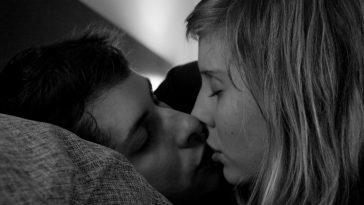 Почему когда целуешься, закрываешь глаза?