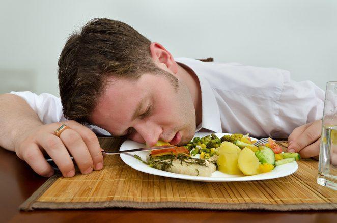 Почему после еды возникают усталость и сонливость?