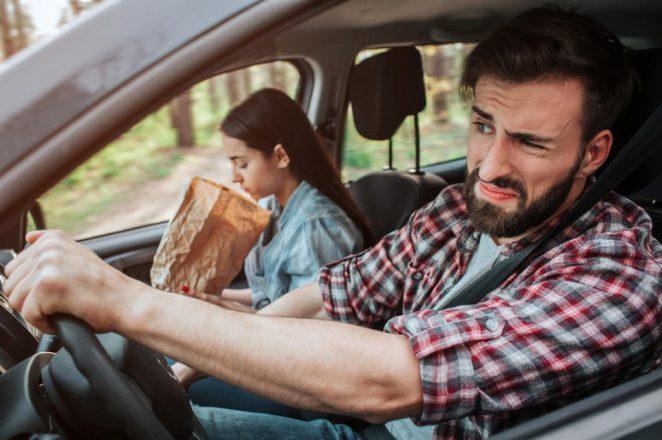Почему укачивает в машине, когда читаешь книгу?