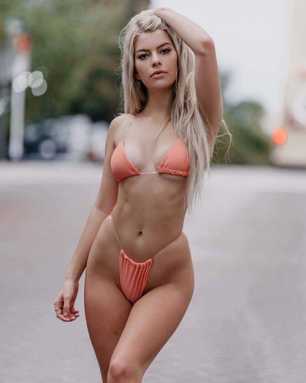 Самые красивые девушки в бикини (61 фото)