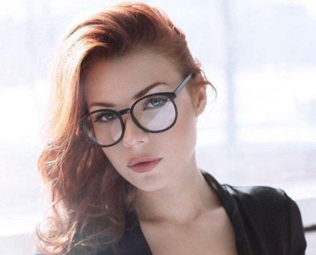 Красивые и милые девушки в очках (35 фото)