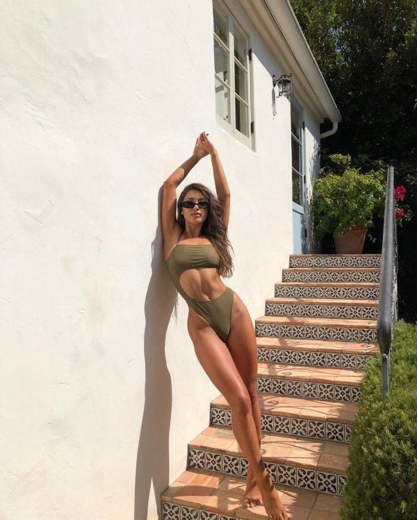 Красивые девушки с длинными ногами (45 фото)