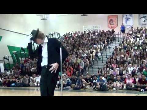 Лучшее исполнение танца Майкла Джексона на конкурсе талантов