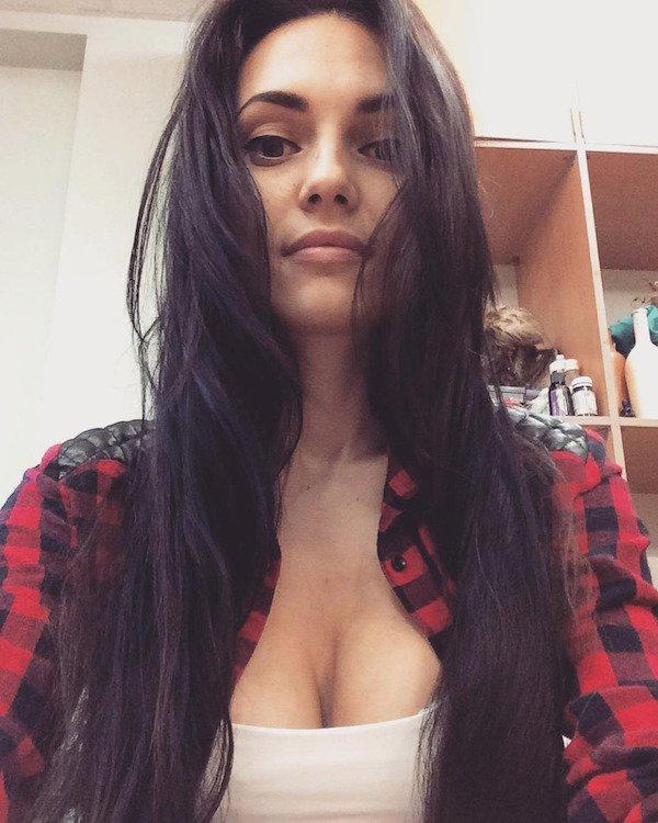 Красивые девушки в рубашках (25 фото)