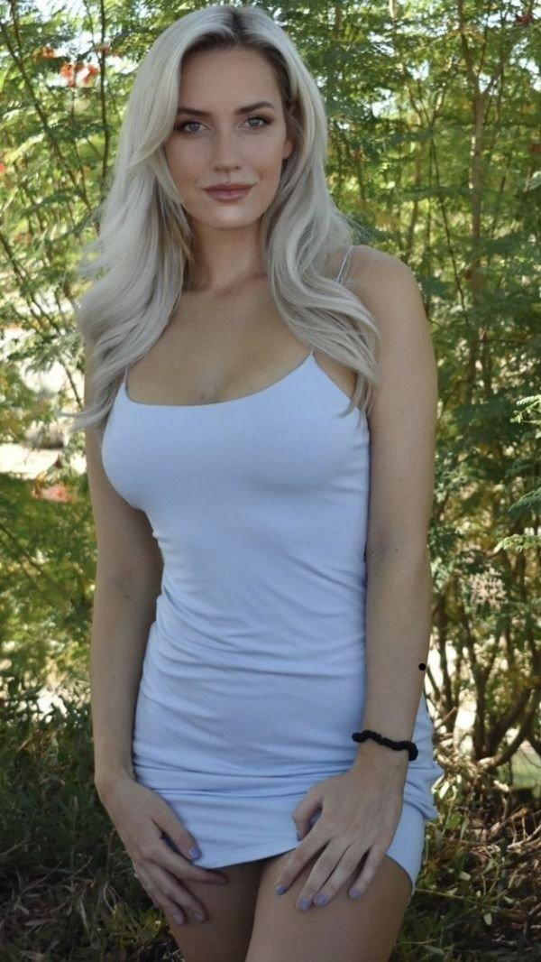 Горячие девушки в сексуальных платьях (50 фото)