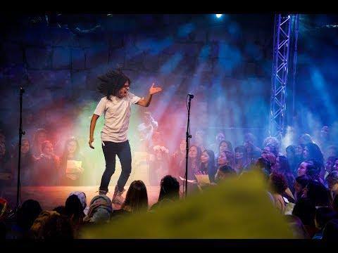 1000  христиан, евреев и мусульман - поют «One Love» Боба Марли