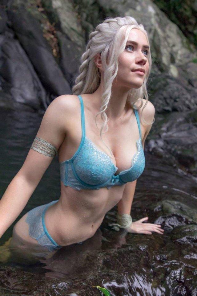 Пляжные красивые девушки (53 фото)