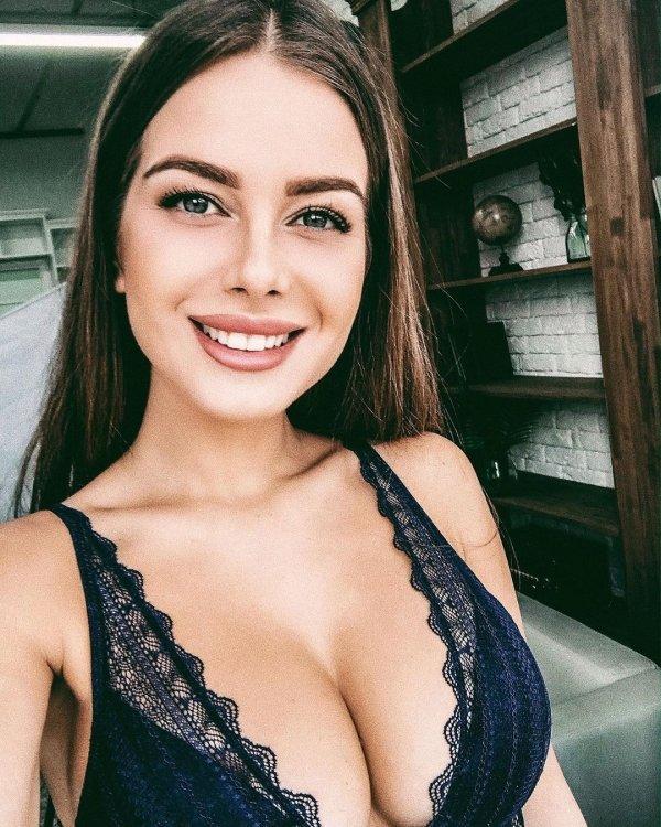 Красивые девушки с очаровательными... (61 фото)