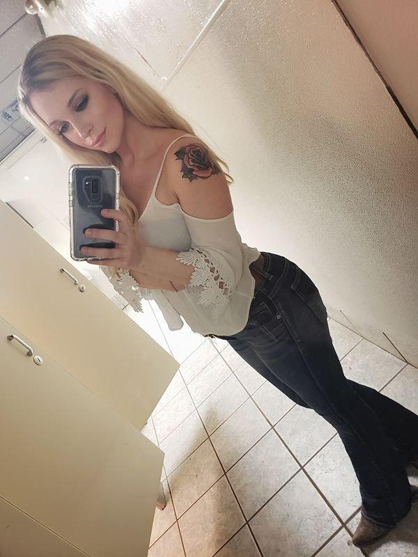 Горячие красотки в джинсах (47 фото)