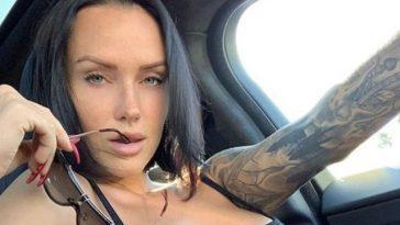 Красивые девушки с татуировками (30 фото)