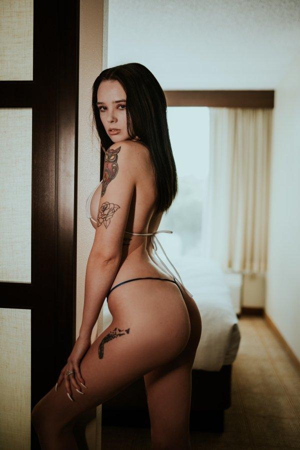 Красивые татуированные девушки (58 фото)