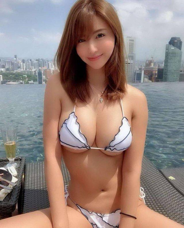Молодые азиатские красавицы (51 фото)