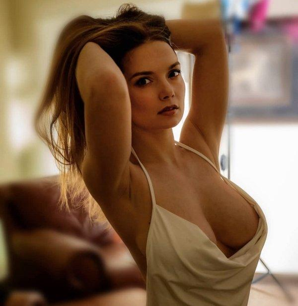Скромные сексуальные красотки (37 фото)