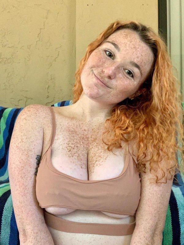 Красивые девушки с пирсингом (37 фото)