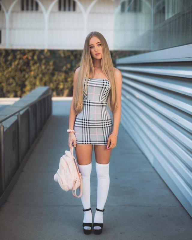 Девушки в узких платьях (55 фото)
