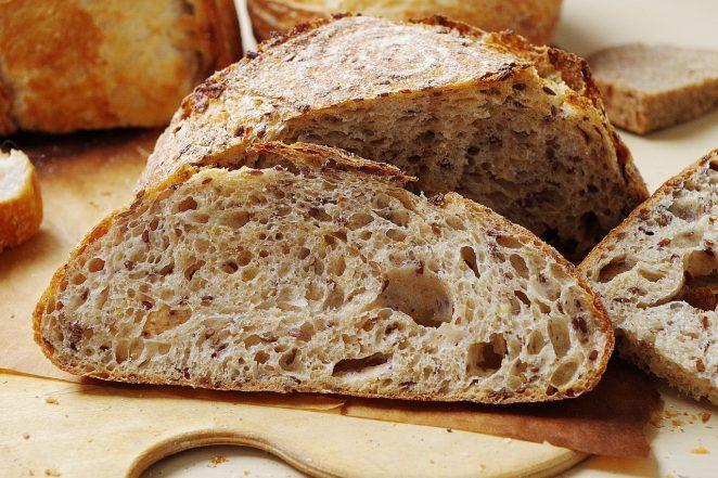Почему дрожжи заставляют хлеб подниматься?
