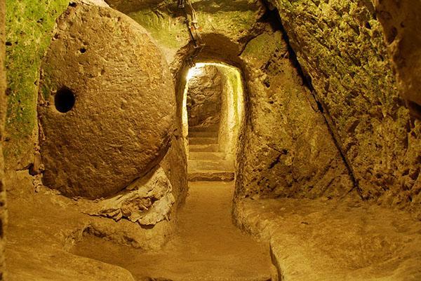 Во время ремонта мужчина нашел проход. Оказалось, что он случайно обнаружил древний затерянный город Деринкую