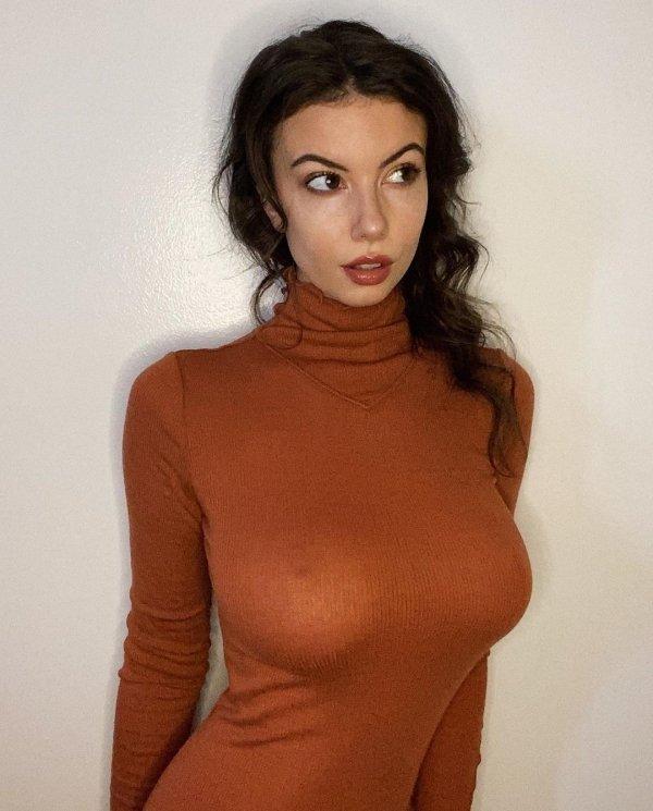 Красивые молодые грудастые девушки (60 фото)