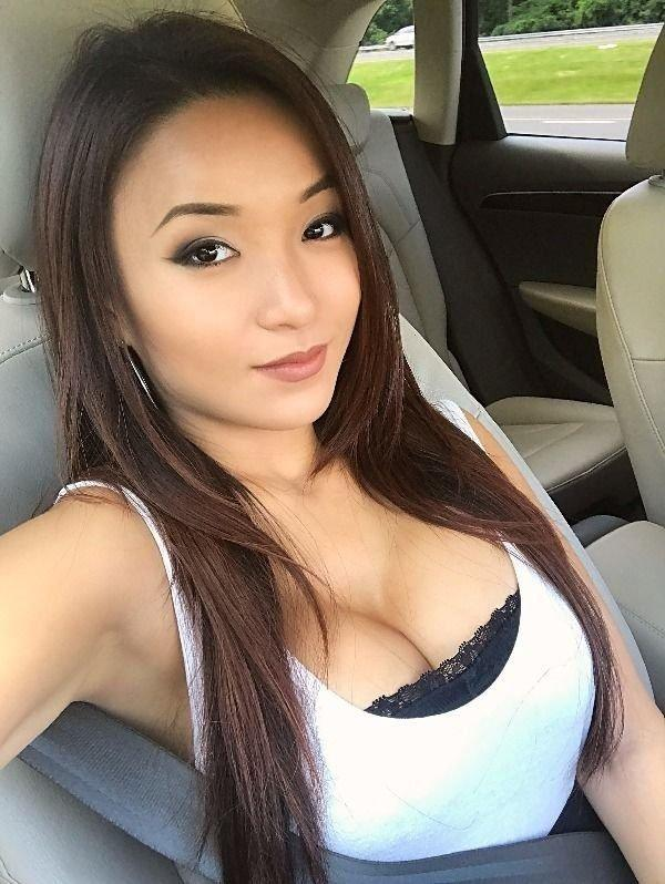 Селфи красоток в машине (40 фото)