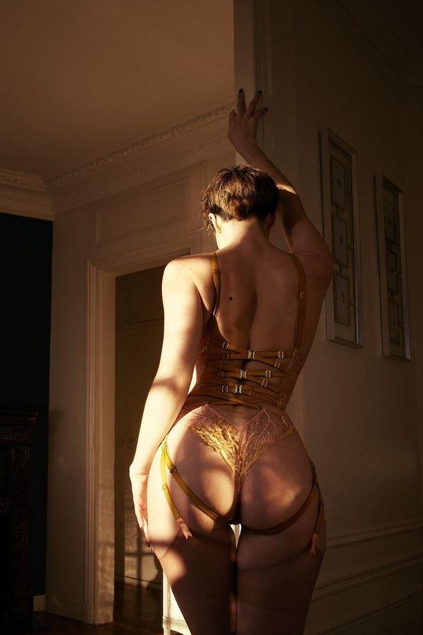 Красивые девушки: вид сзади. Зачётные попы (60 фото)