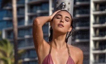 Девушки в мокрых купальниках (40 фото)