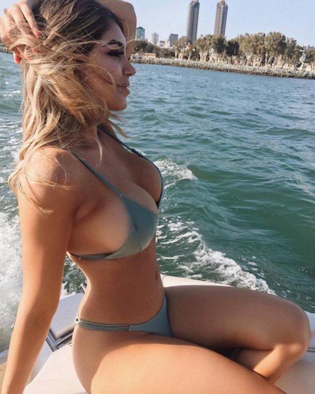 Красивые девушки в бикини (57 фото)
