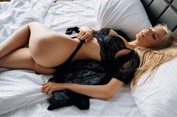 Красивые девушки в нижнем белье (37 фото)