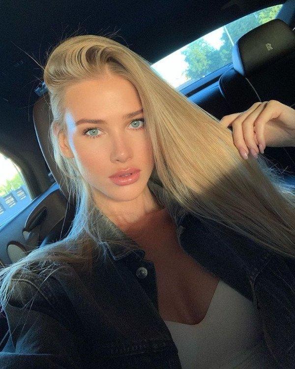 Селфи девушек в машине (39 фото)