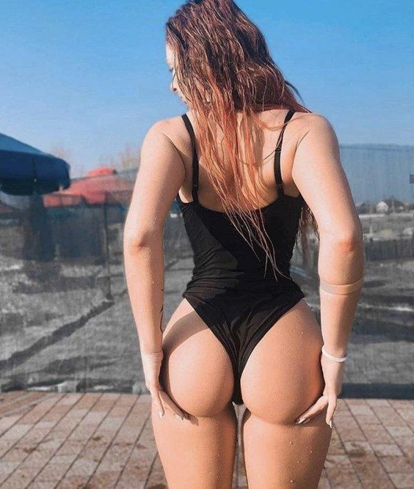 Сексуальные девушки в стрингах (33 фото)