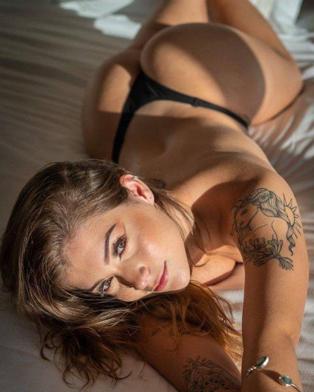 Сладкие татуированные девушки (49 фото)