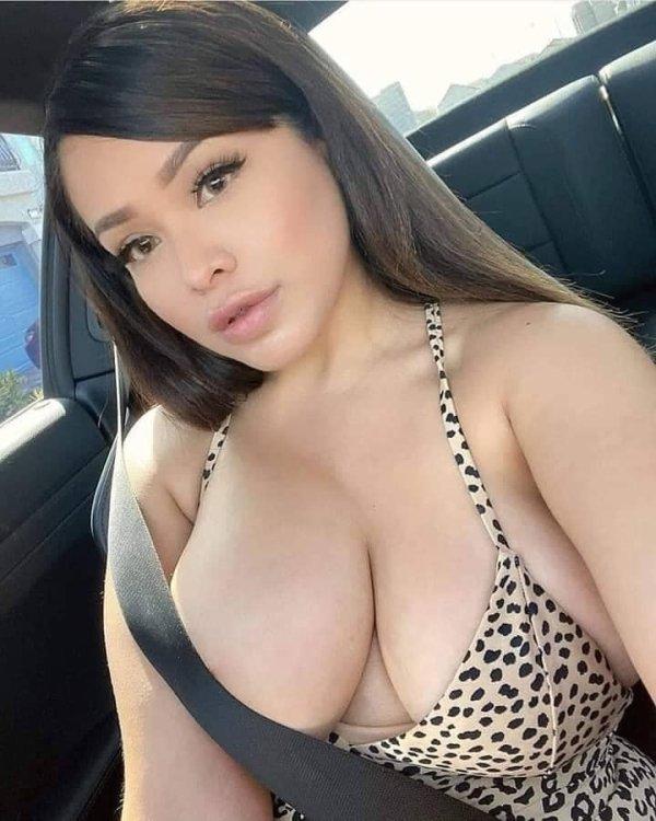 Новая порция девушек с красивой грудью (38 фото)