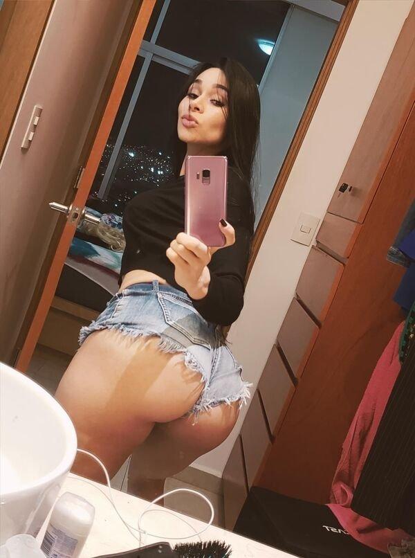 Красивые девушки в шортах (50 фото)