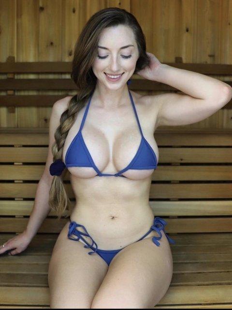 Красивые девушки в мини бикини (48 фото)