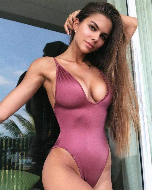 Сексуальные девушки в купальниках бикини (50 фото)