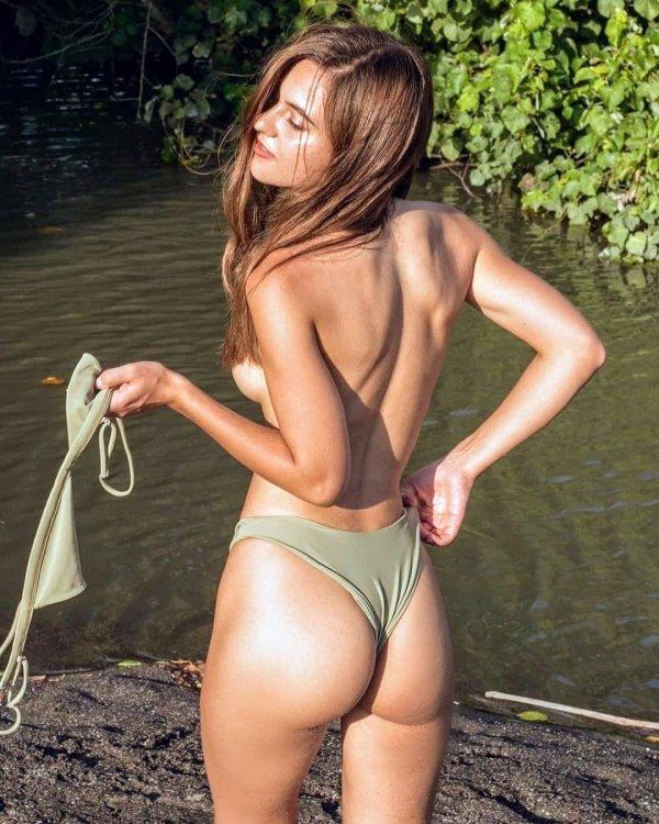 Пляжные девушки в купальниках бикини (94 фото)