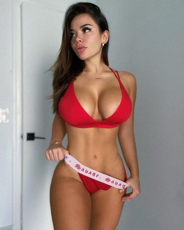 Шикарные женщины с пышной грудью (39 фото)