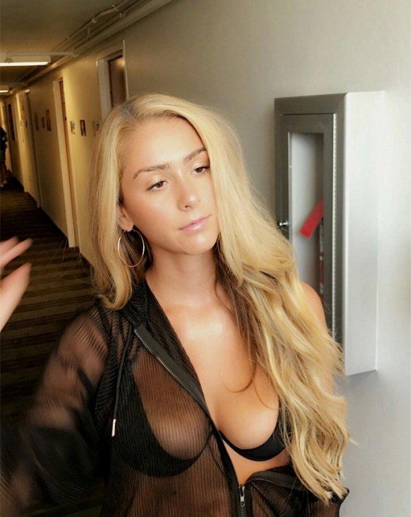 Грудастые сексуальные тёлочки (63 фото)