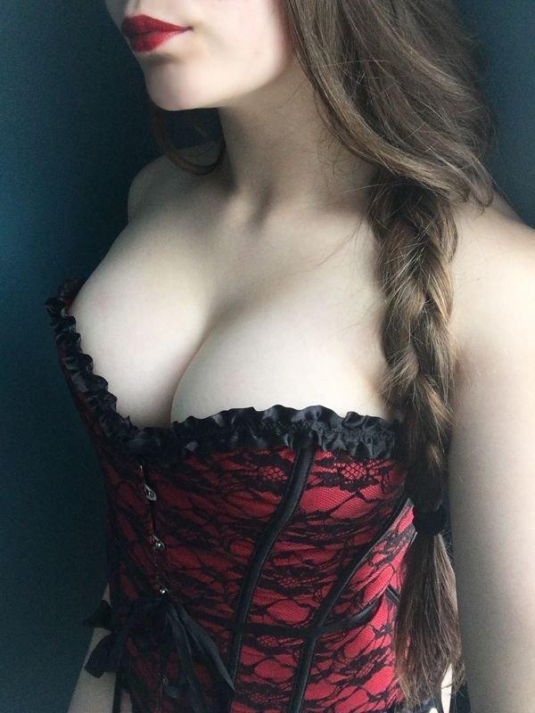 Красивая девушки в корсетах (37 фото)