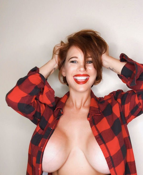 Красивые девушки в клетчатых рубашках и юбках (48 фото)