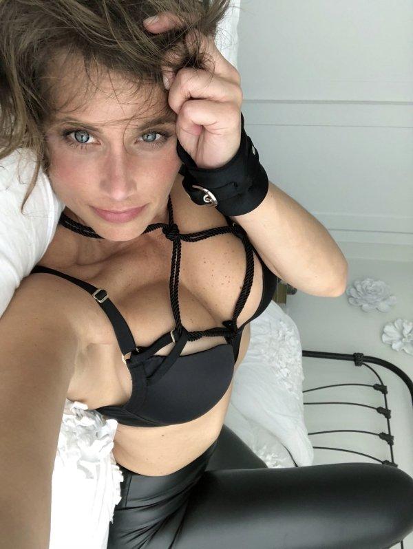 Сексуальные девушки в латексе и коже (39 фото)